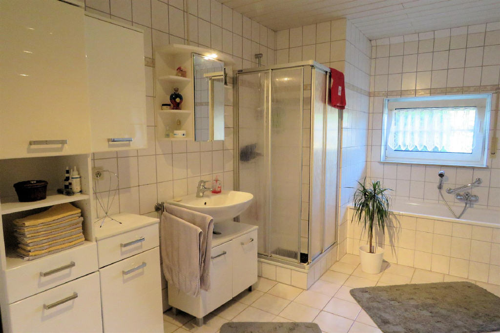 Bad Erdgeschoss (1-2 Familienhaus, Berumbur)