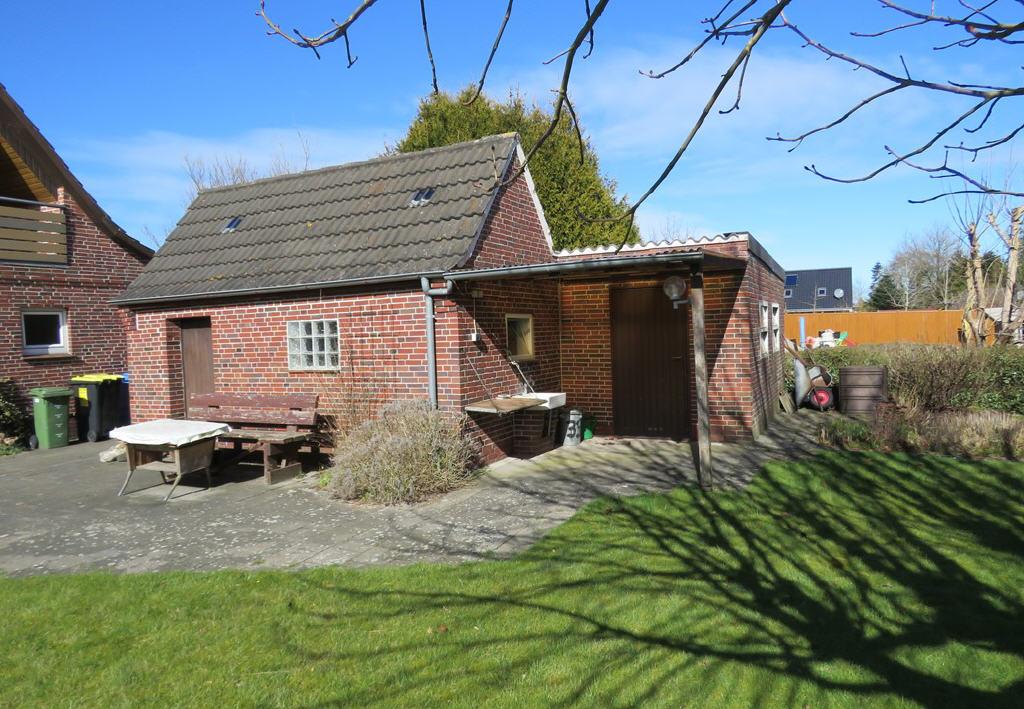Nebengebäude und Garage (Einfamilienhaus, Hage)
